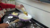 Añadimos aceite a una sarten