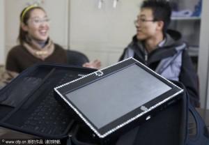 tablet casero 300x208 Estudiante chino construye tablet casero para su novia por solo $125