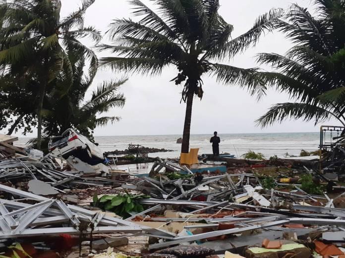 Al menos 222 muertos y 843 heridos a causa de un tsunami en Indonesia