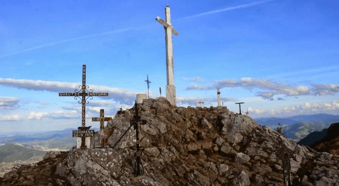 Dos hombres se estrellan en una avioneta en el monte Ernio