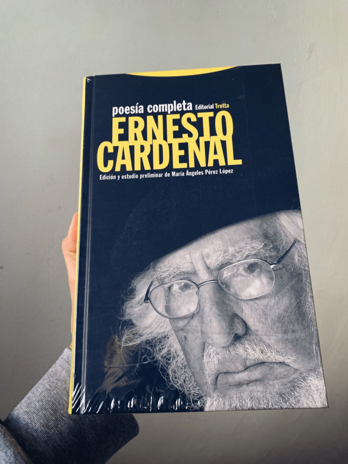 Ernesto Cardenal:                                        «La persona más próxima a mí eres tú, a la que sin embargo                                                                                                                                        no veo desde hace tanto tiempo más que en sueños»