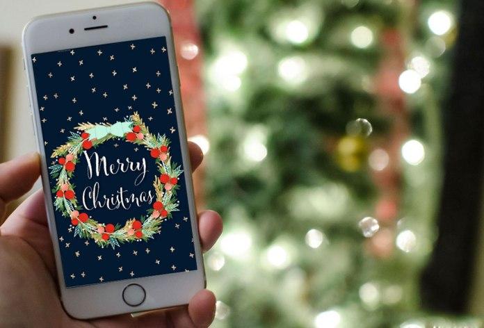 Los móviles presiden la mesa en Navidad