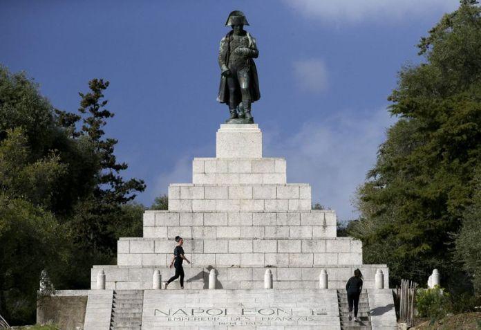 Francia conmemora el bicentenario de la muerte de Napoleón, pero no lo celebra