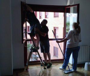 cmo limpiar los cristales limpiar ventanas de aluminio