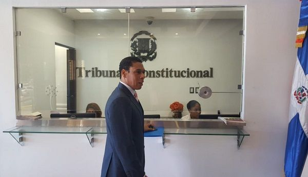 Abogado deposita recurso en inconstitucionalidad en TC en contra de disposición transitoria que prohíbe reelección de Danilo Medina.