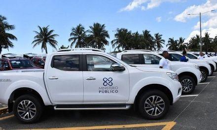 Procurador entrega vehículos a dependencias institución para ofrecer servicios de mayor calidad