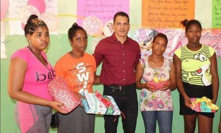 Alex Gómez realiza fiesta por Día de las Madres en Cabral