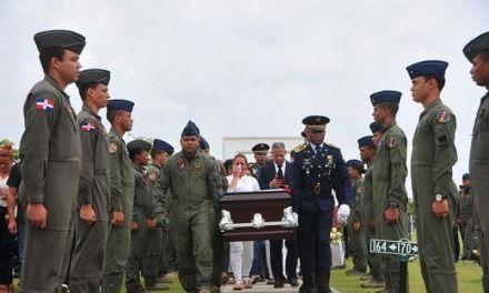 """En la triste despedida: """"Un piloto nunca muere, solo se eleva más alto"""""""