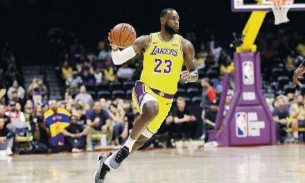 LeBron debuta con los Lakers, astro cautiva a los aficionados