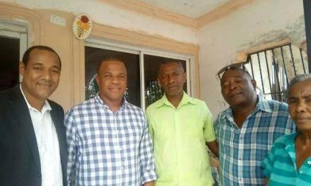 Dirigentes Políticos Piden a Guillén ubicar vendedores de frutas navideñas en el Radhamés