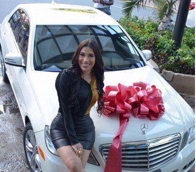 Franklin Mirabal regala vehículo a su prometida durante programa en vivo