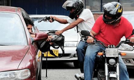 Hombres en moto roban 3.7 Millones de pesos a un ingeniero en Baní
