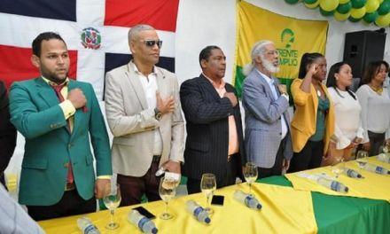 Juan Hubieres juramenta dirección política en SDE y designa a Ricardo de la Cruz asesor