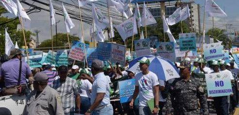 Trabajadores celebran su día en medio de reclamos; centrales sindicales marchan