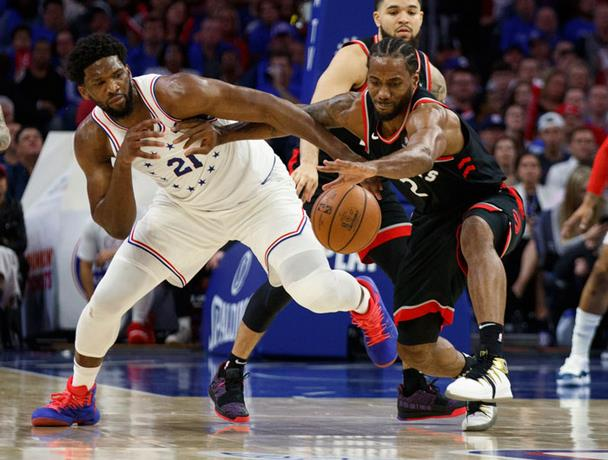 Embiid anota 33 y Sixers toman delantera serie