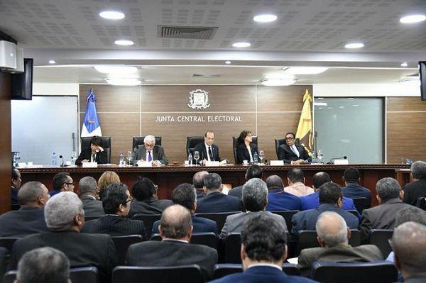 Partidos políticos accionan en contra de resolución de la JCE