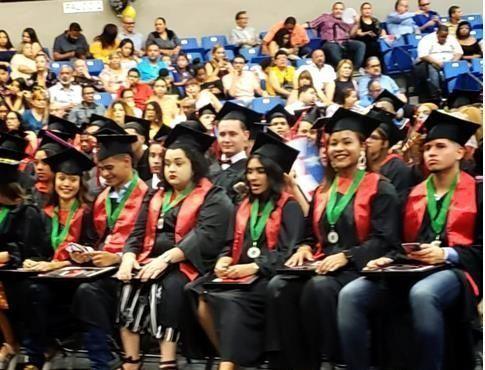 Reconocen a estudiantes dominicanos en Puerto Rico