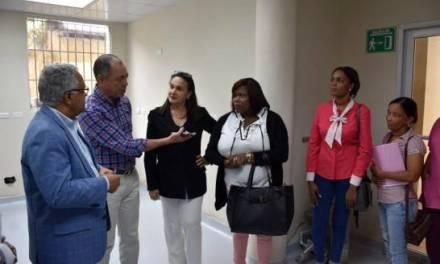 Ministro de Salud inspecciona hospitales de la zona Este por casos de dengue