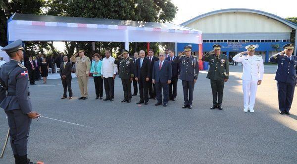 En San Cristóbal, Danilo Medina entrega a Policía Nacional instalación deportiva mejorará entrenamiento cadetes