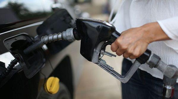 Gasolinas registran leve disminución