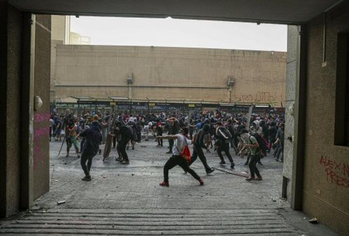 La protesta sigue viva en Chile, entre disturbios y denuncias por abusos