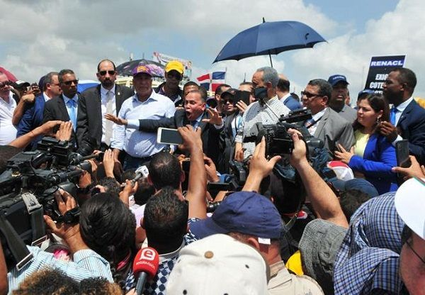 Protestan frente a JCE contra supuesto fraude