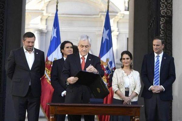 Piñera envía proyecto para aumentar el salario mínimo