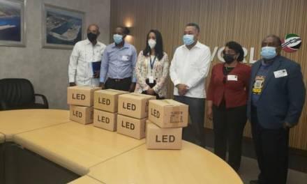 DP World entrega 35 lámparas al Ayuntamiento de Boca Chica