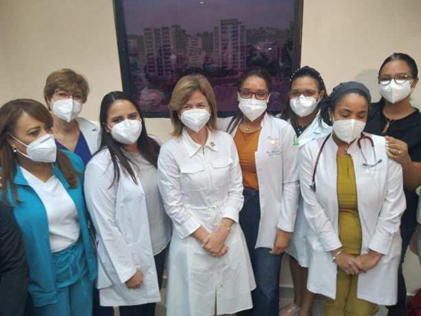 Vicepresidenta visita principales clínicas de Santiago y ofrece apoyo para casos de covid-19