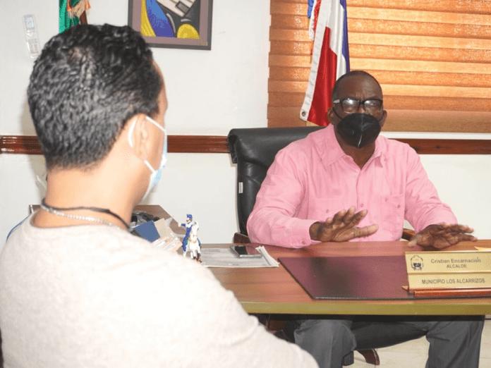 Alcaldía de Los Alcarrizos inicia pago de prestaciones laborales a exempleados