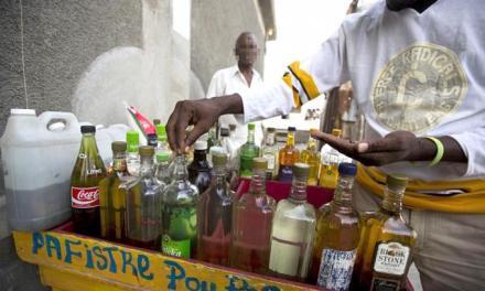 Abinader condena adulteración alcohol y pide castigo para responsables