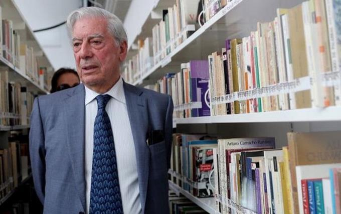 """Mario Vargas Llosa: """"Hubo muchas Urania Cabral en la vida de Trujillo"""""""