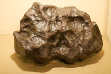 400px-Museo_de_La_Plata_-_Meteorito_Kapper