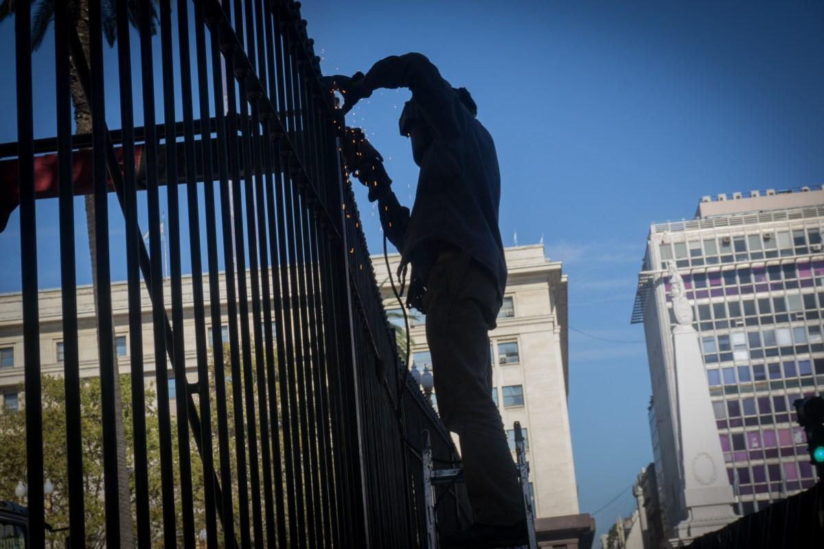 Plaza de Mayo enrejada