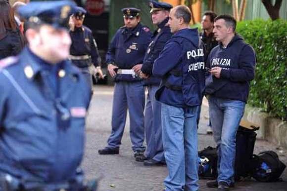 ebd6b9_policia italiana