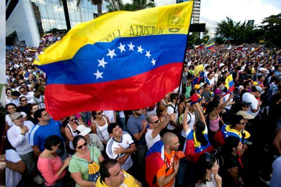 estudiantes-protesta-marcha-venezuela-bandera (1)