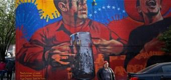[VIDEO] Así destruyeron el mural de Hugo Chávez en Nueva York #9M