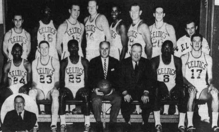 El primer quinteto inicial negro de la NBA