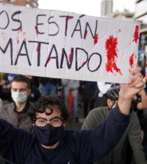 Suman 24 muertos durante octavo día de protestas masivas en Colombia