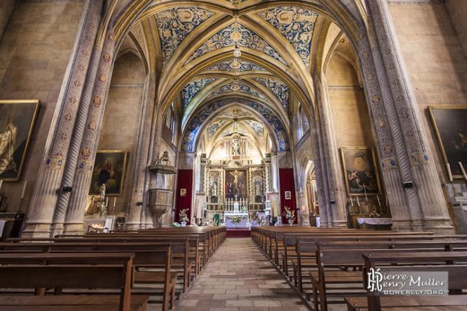 interieur-eglise-saint-michel-cordes-ciel-vue