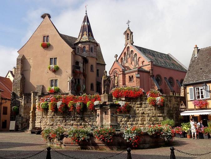 Eguisheim_Château et Fontaine St-Léon Foto Ralph Hammann