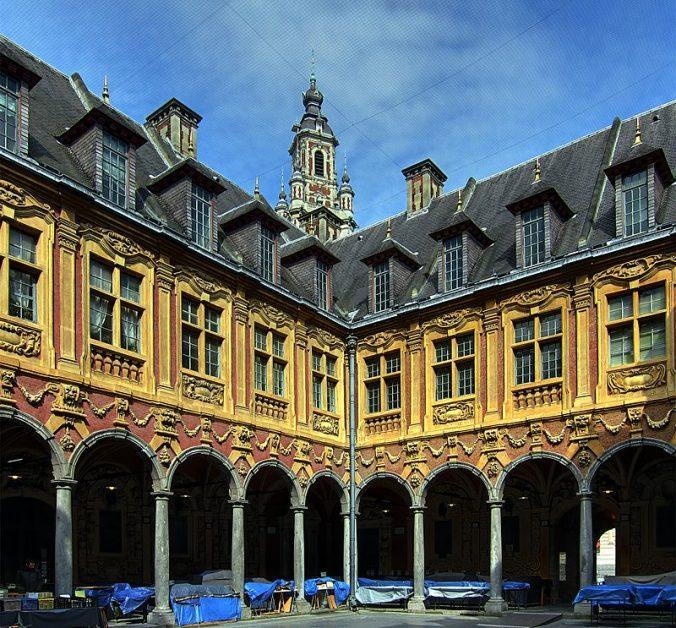 Lille_bourse - Arcades de la cour intérieure - Photo Velvet