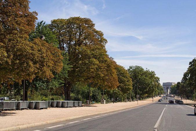 1024px-Avenue_Foch_à_Paris_avec_au_bout,_l'arc_de_Triomphe.