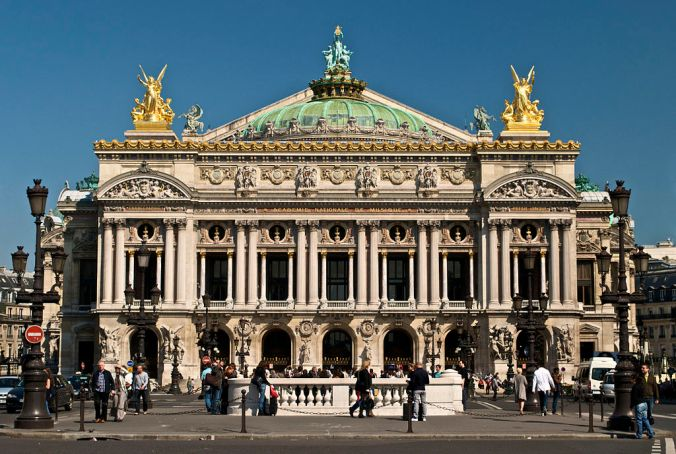1024px-Paris_Opera_full_frontal_architecture,_May_2009 - Photo Peter Rivera