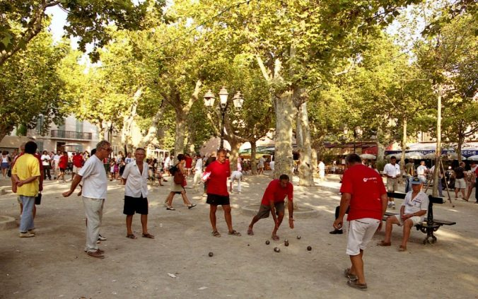 Places-des-Lices - St-Tropez-1600x1000