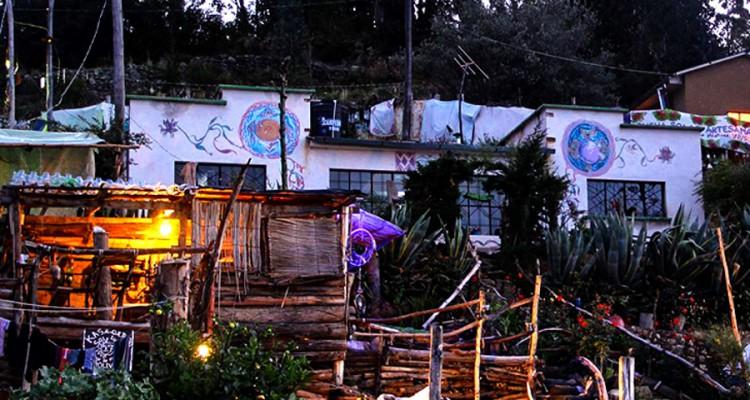 , Descubre el Hostel Ecológico frente al lago Titicaca, hecho con materiales reciclados