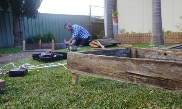 Cómo hacer bancales de Huerta con madera reciclada