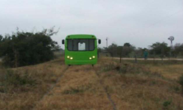 El Tecnotren, el transporte ecológico inventado en Argentina que une pueblos