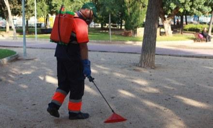 Ciudad en España sustituye herbicida químico por vinagre en parques y plazas