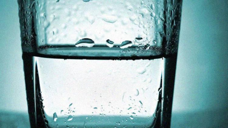 Después de leer esto, no volverás a beber un vaso de agua que dejaste toda la noche a lado de tu cama